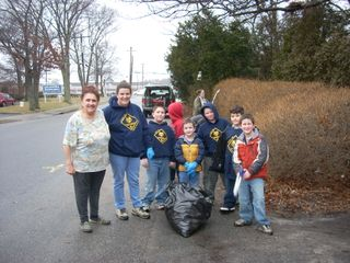 Pack 138 cleans up behind Taco Bell 006
