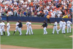 Mets_shaking_hands
